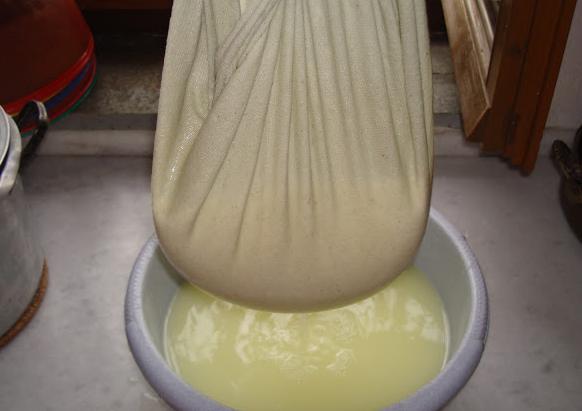 Πώς φτιάχνουμε ντόπιο τυρί φέτα