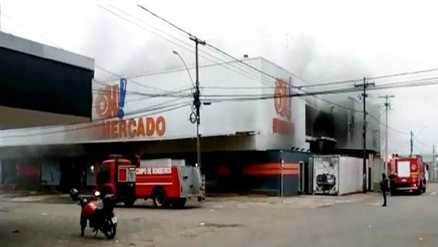 Supermercado de Ariquemes pega fogo e corpo de bombeiros é acionado