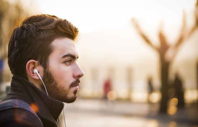Cara Merawat Telinga Dari Penggunaan Headset