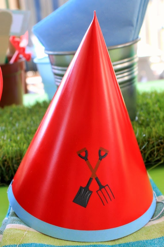 Printable Party hat for Little Gardener's themed birthday party. Great party printables and kids gardening activities. www.lovethatparty.com.au