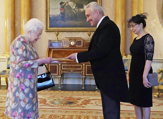 Кралицата и посланика ни във Великобритания са обсъдили трагедията със 39 загинали в камион