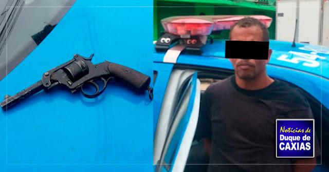 Homem é preso após tentativa de roubo a Caminhão da Casas Bahia, em Duque de Caxias