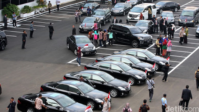 Rencana Pembelian Mobil untuk Menteri Tak Cerminkan Kesederhanaan Jokowi