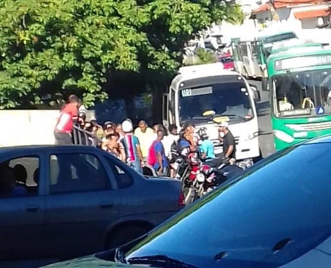Paciente de Mairi surta em ônibus, agride motorista e quase causa acidente em Salvador
