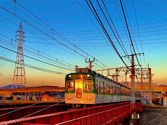 रामायण एक्सप्रेस इंदौर से पूरी तरह से चलती है। इंडियन रेलवे कैटरिंग एंड टूरिज्म कॉर्पोरेशन (IRCTC) Special रामायण स्पेशल 'ट्रेन शुक्रवार सुबह इंदौर स्टेशन से लगभग 804 यात्रियों के साथ रवाना हुई।