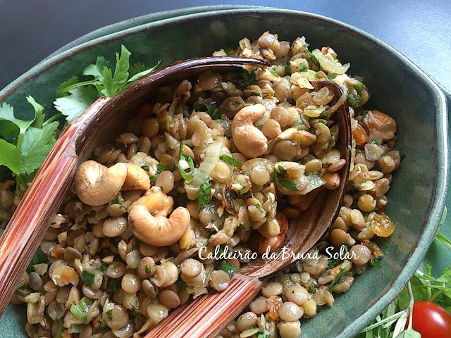 Salada de lentilhas e cebolas caramelizadas