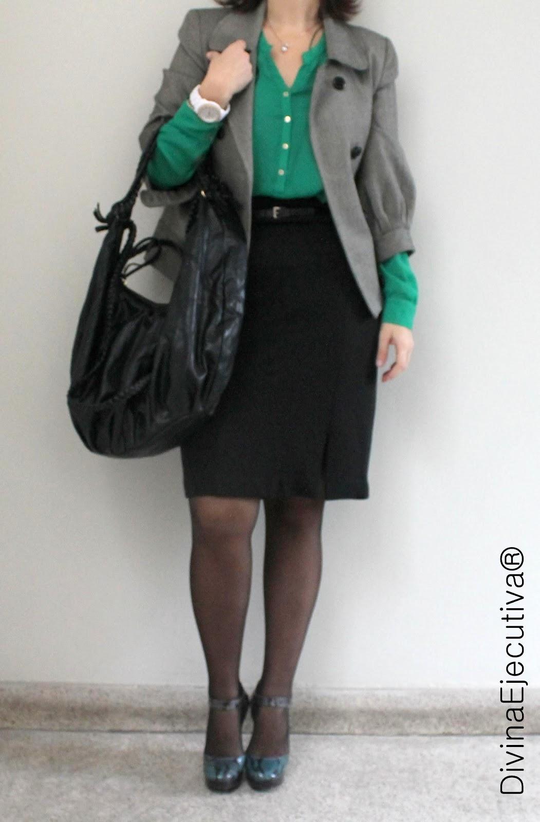 Ejecutiva con falda y pantimedias negras - 5 6