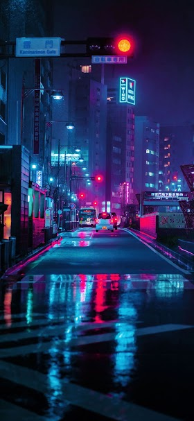 خلفية أحد شوارع مدينة طوكيو في فترة الليل