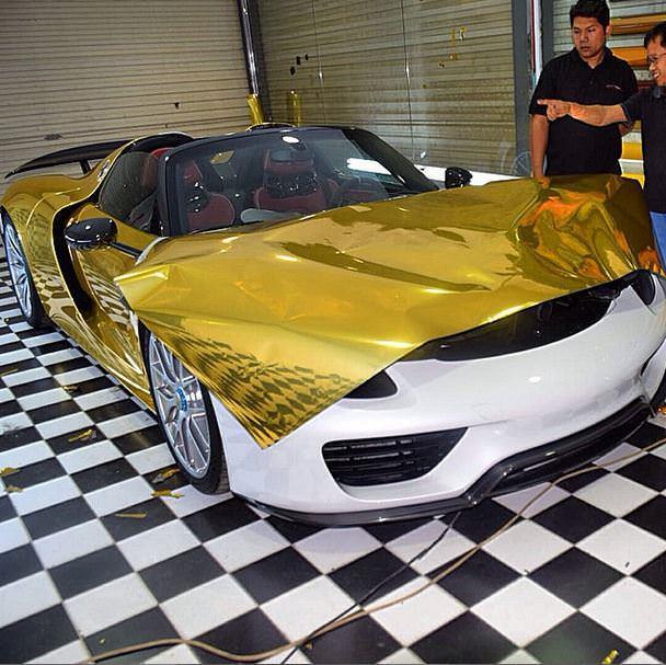 تغليف سيارات بالكروم الذهبي