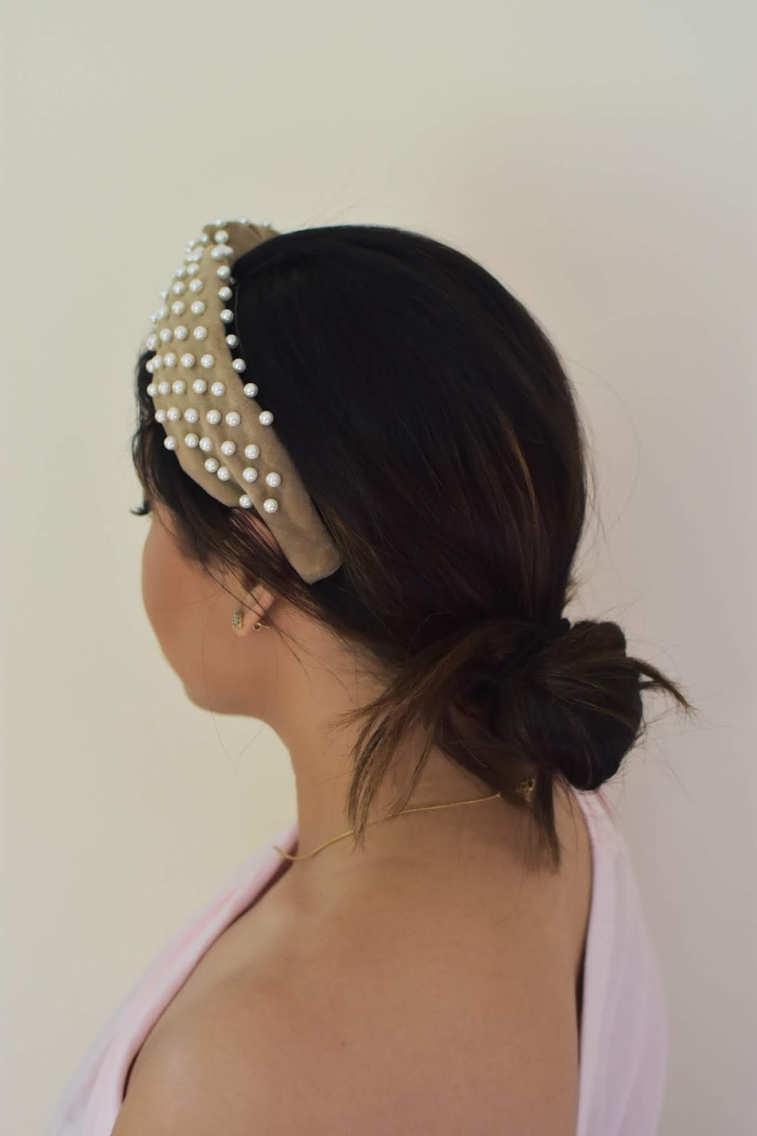 summer hairstyles, lele sadoughi headband, beauty blogger, messy bun tutorial, beachy wave