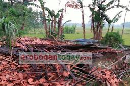Hujan Deras Disertai Angin Kencang, Satu Rumah di Grobogan Roboh