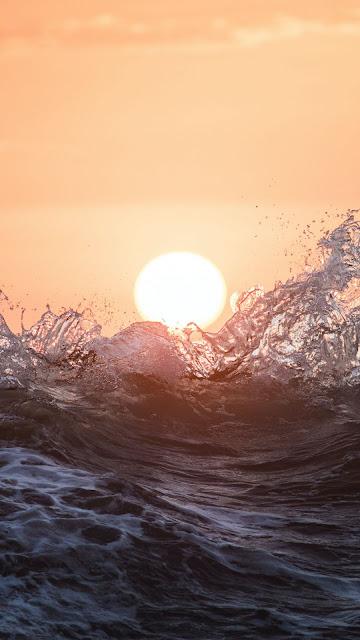 Free HD Wallpaper Beautiful Sun Over The Waves