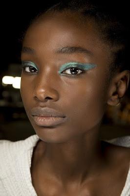 Neo Mint na maquiagem   Você pode usar e abusar, basta usar sua criatividade, especialmente no atual momento em que cores mais vivas são a trend na make.