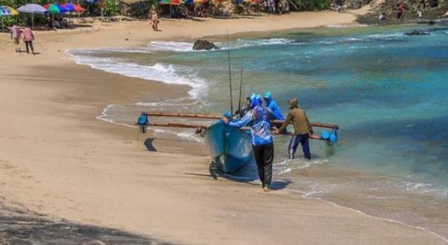 nelayan-di-pantai-siung
