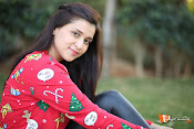Mannara Chopra Sizzling Stills-thumbnail-3