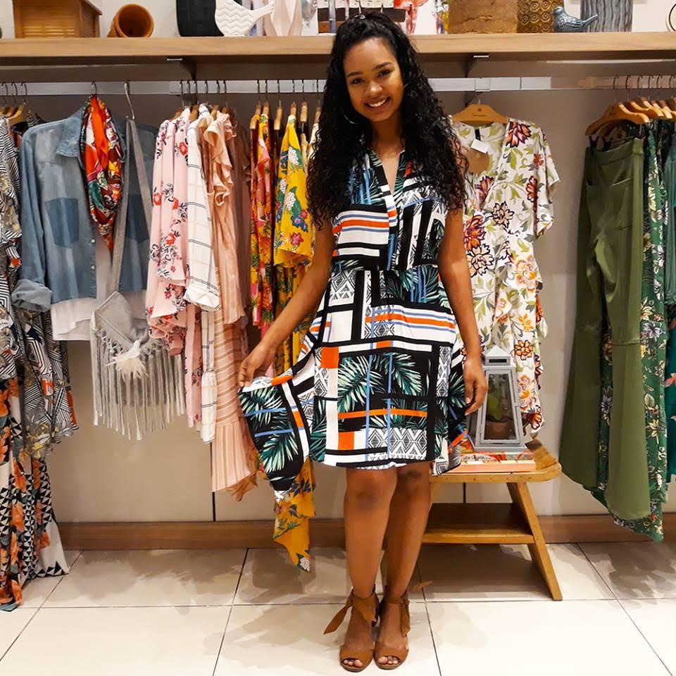 Shopping Paralela lança coleção Primavera Verão 2019 com aposta em cores  quentes e muitas listras d632bff80a