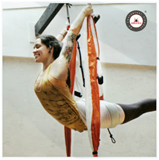 yoga aerien, aeroyoga, hamac yoga, fly, flying, pilates, fitness, mise en forme, yoga, bienfaits, sante, medecine sportive, sport, sportif, teacher training, stage, formation professionnelle, rafael martinez