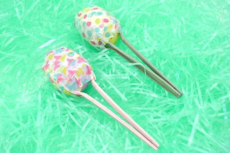 Easter crafts for preschoolers - Plastic egg maracas