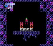 Captura de Samus sin armadura, mallas con leotardos rosas y melena verde. (Metroid, NES, 1986)