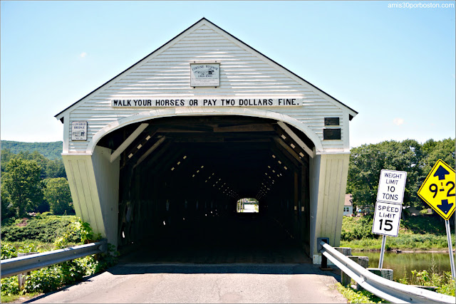Letrero con el Aviso de Multa de $2 del Cornish-Windsor Covered Bridge