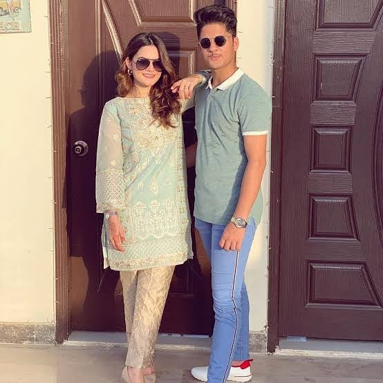 Aiman Khan and Muneeb Butt New Pictures with Daughter Amal