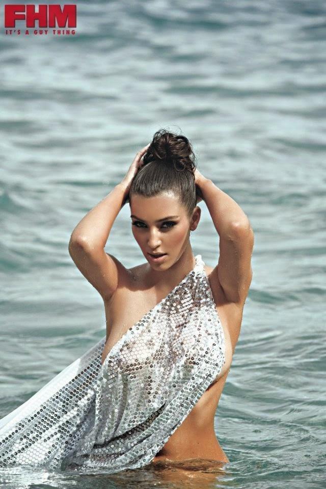 Kim Kardashian se desnuda para FHM