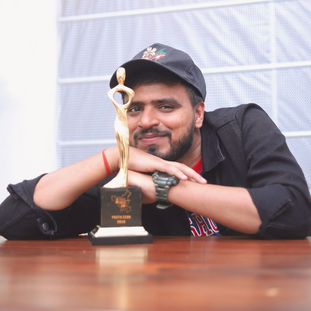 Amit Bhadana Won Youth Icon Award 2019
