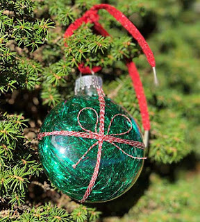 Kreinik hosts an ornament making party December 9 2017
