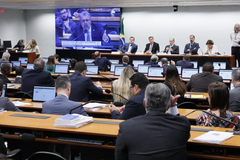 A CMO é composta por 40 parlamentares titulares (30 deputados e 10 senadores)