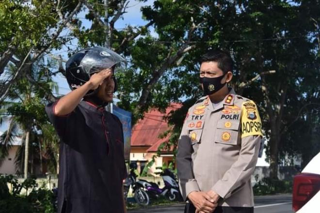Puluhan Pemotor Tak Pakai Masker Dihukum Hormat Bendera di Depan Polres Bone
