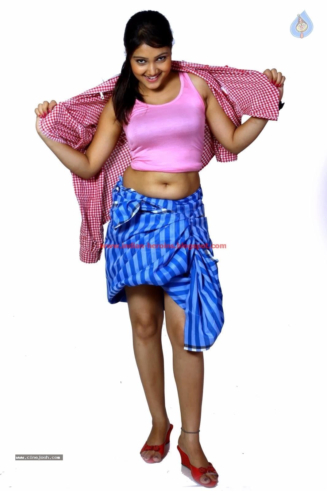 Telugu Tv Actress Priyanka Hot Navel And Boobs Showing -8316