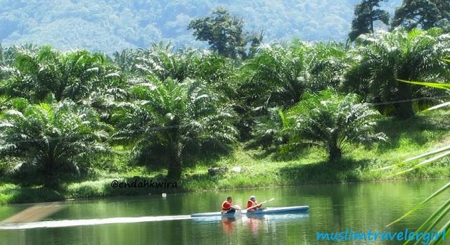 Kano atau kayak saat menginap di malaysia