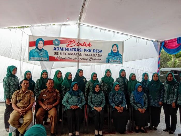 Hj.Winarni Nanang Ermanto,Buka Bimtek Administrasi Pengerak PKK Se-Kec.Rajabasa Lamsel