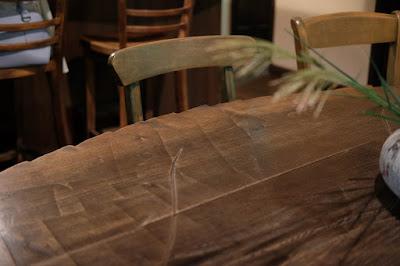 安曇野 ティータイムガルニ 葉っぱの形の無垢の木のテーブル