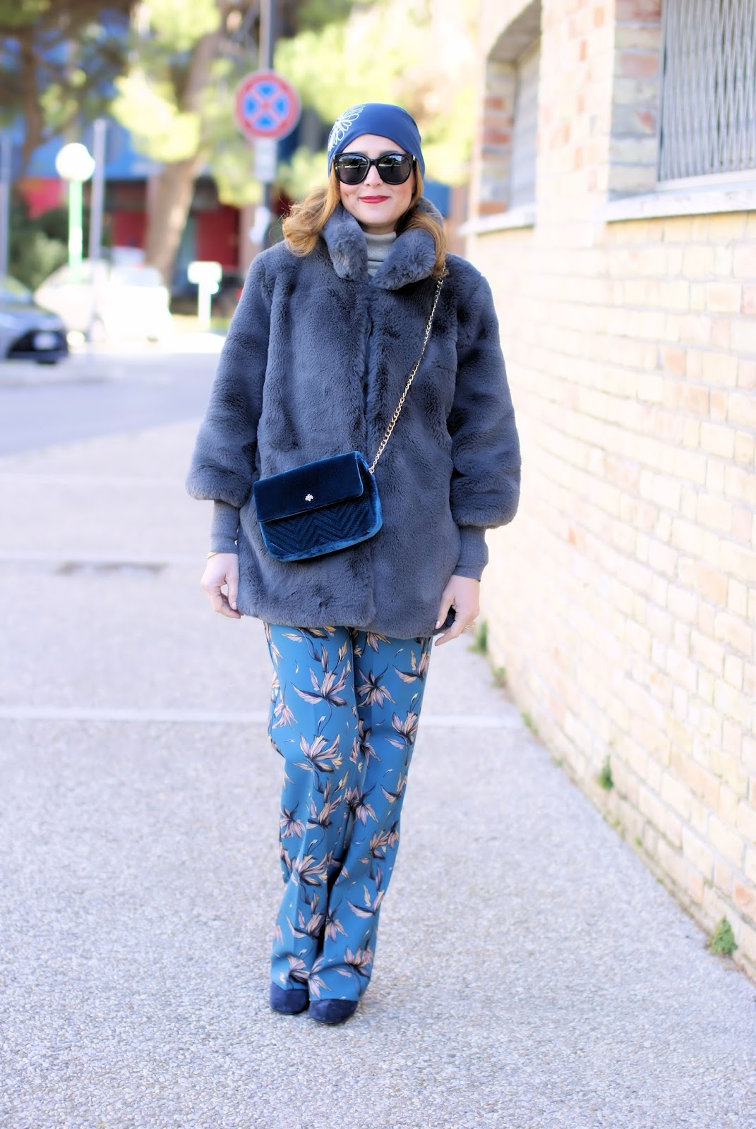 How to wear floral pants in Winter: a 70s inspired outfit: Simocal beanie and Hanny Deep pants on Fashion and Cookies fashion blog, fashion blogger style
