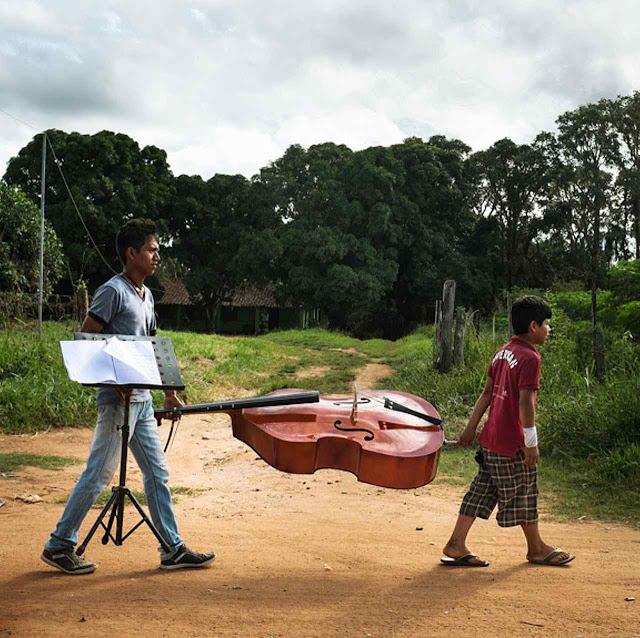 Rumo ao ensaio de música barroca na Amazônia.