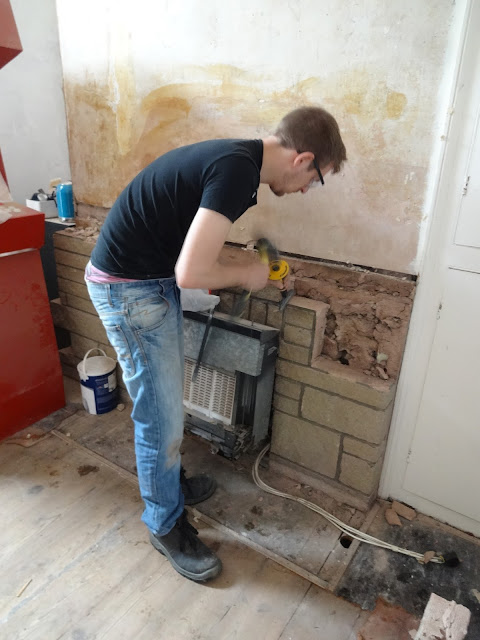 removing 70s brickwork