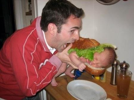 Papá comiendose a hijo en Sandwich