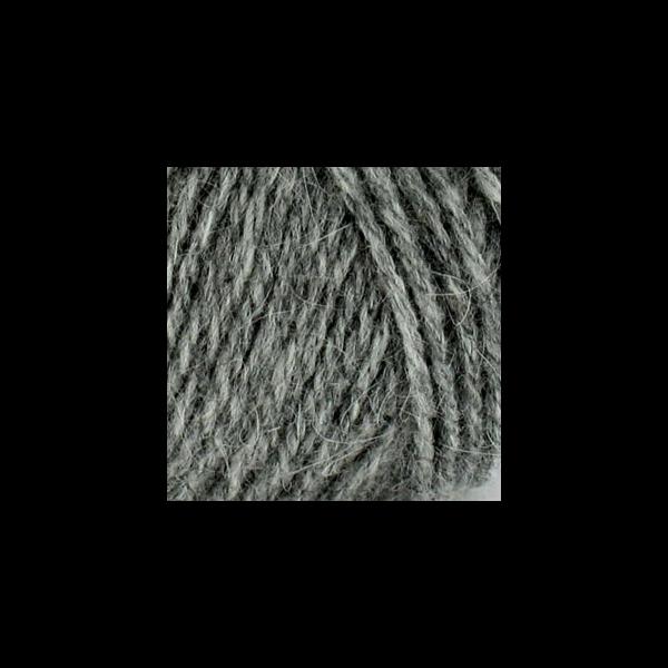 Je me laisserai bien tenter par ce bonnet en gris chiné, lichen, amandier  et écru pour l assortir au manteau de ma Rose . f06596b51c3