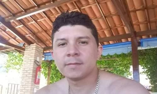 Motociclista bate em caçamba e fica em estado grave em Quixeramobim