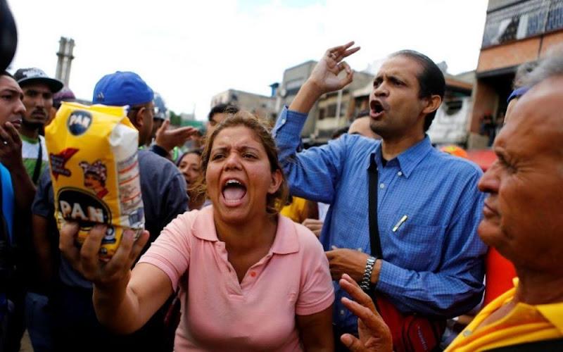 Les habitants du Venezuela cherchent à manger sur les réseaux sociaux pour manger.