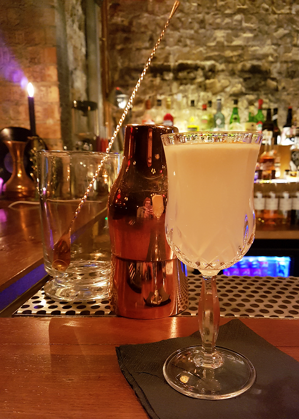 Draffens is a speakeasy style secret bar in Dundee and one of the best places in the city for a cocktail