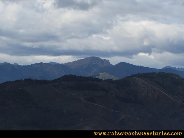 Ruta Torazo, Pico Incos: Indice Vista de la Xamoca desde el Incos