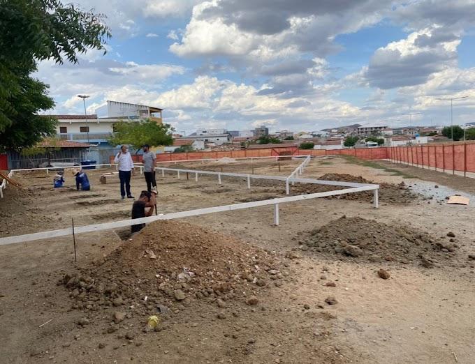 Prefeito Zezé acompanha o início das obras de construção da Nova Unidade Básica de Saúde do Centro de Santa Luzia