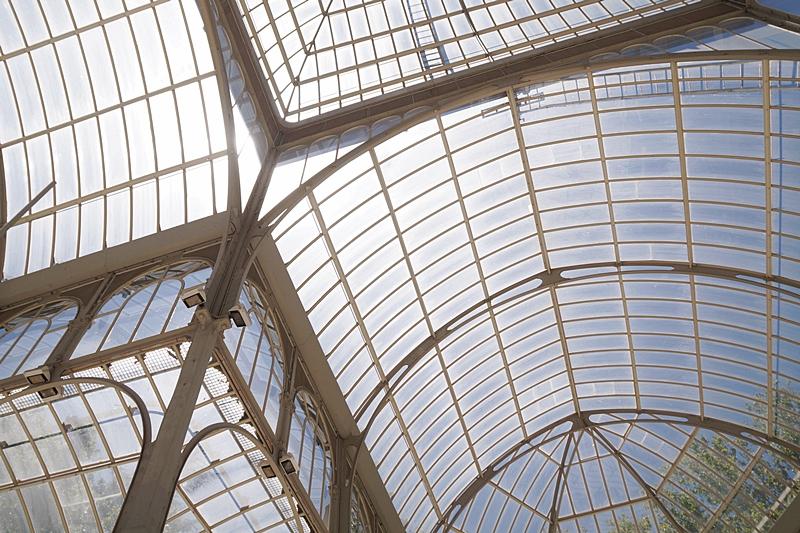 Dach des Glaspavillons im Retiro-Park Madrid