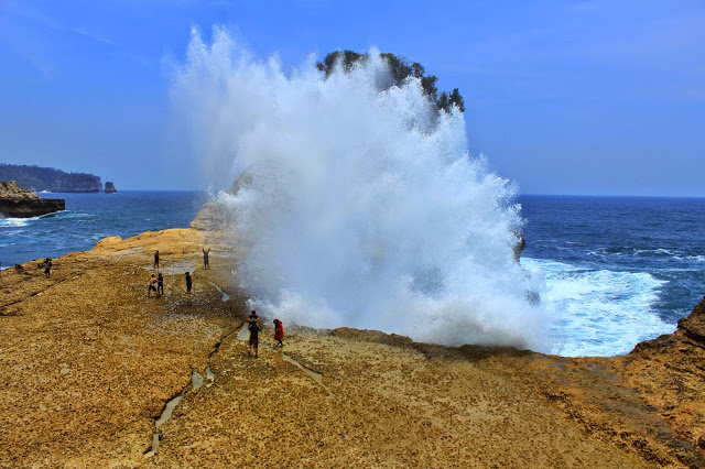 Pantai Pathok Gebang, (Tulungagung Jawa Timur)