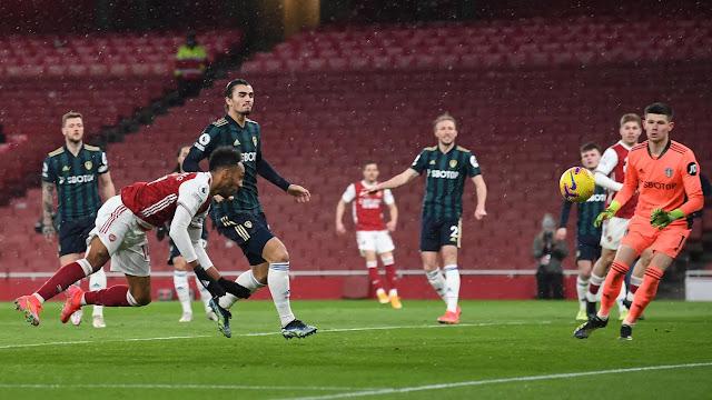Arsenal forward Aubameyang diving header against Leeds United