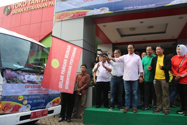 Anies Lepas Operasi Pasar Bawang Putih dan Cabai ke 22 di Jakarta