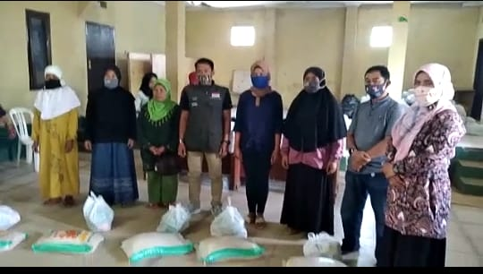 Pemkab Bandung Salurkan Bansos Sembako Bagi KPM Terdampak Covid-19