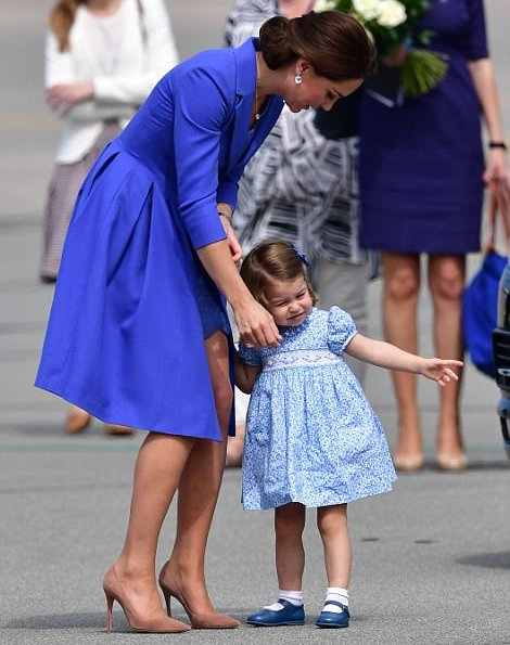 Prince William, Kate Middleton, Prince George and Princess Charlotte leave Warsaw to Germany. Catherine, Duchess